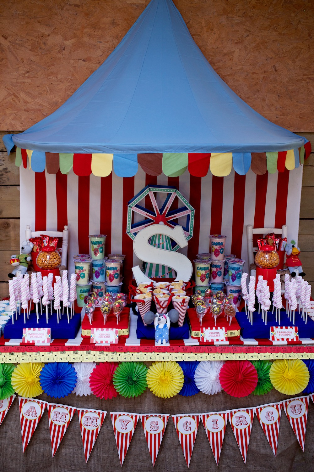 Circus birthday party capture by lucy - Decoration theme cirque ...