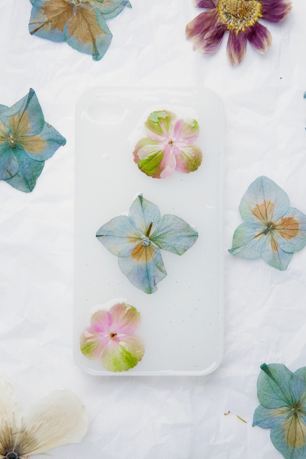 How to make a flower phone case