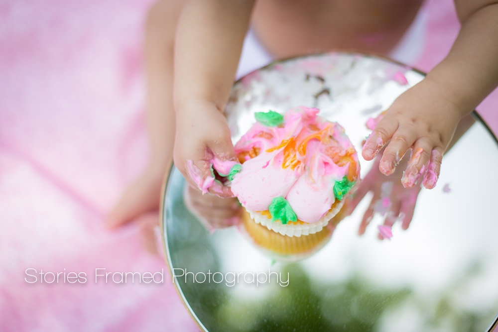 Stories Framed Photography | Cake Smash | Child Baby 1-year old | happy birthday | giant cupcake and tiny hands