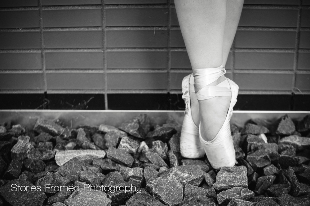 Wauwatosa-East-Senior-Portraits-dancer-ballet-toeshoes-rocks