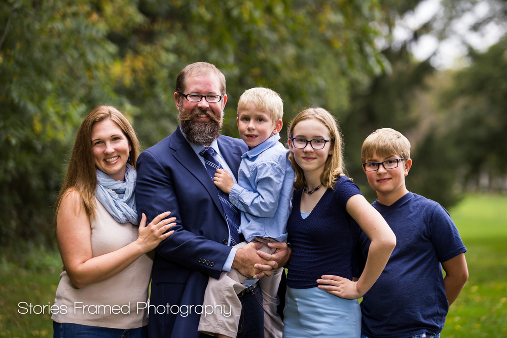 Brookfield-Family-Portraits-backyard-Schwa-five