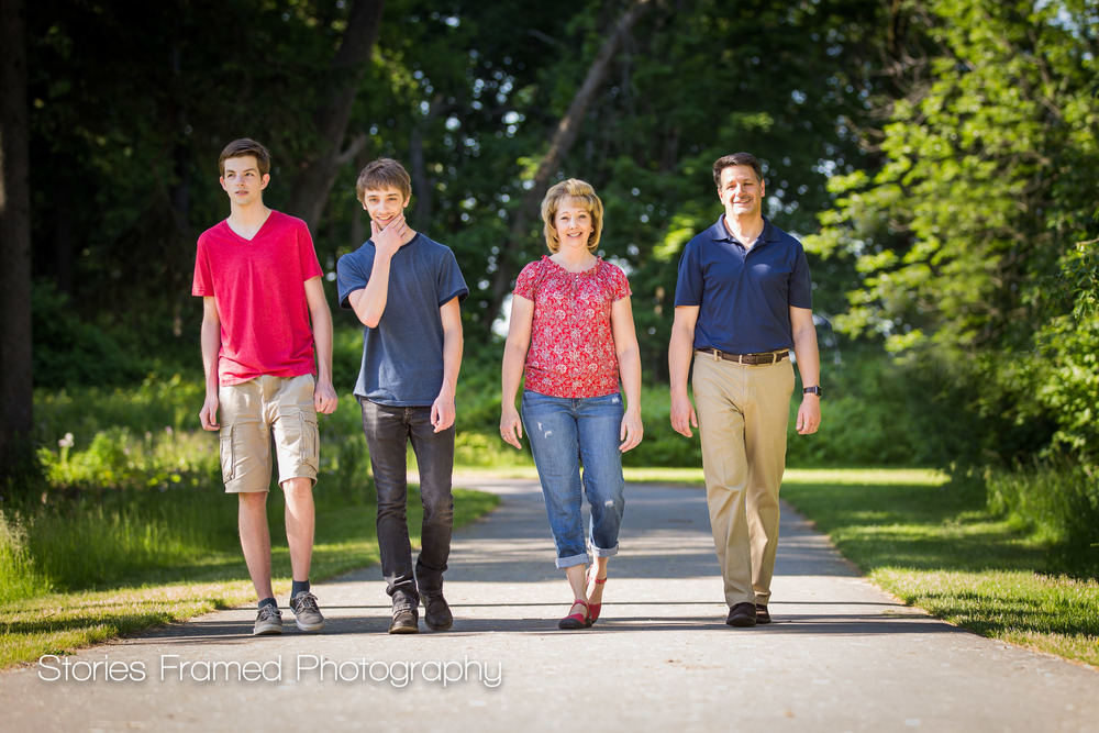 Cudahy-Family-Portraits-walking-Seven-Bridges