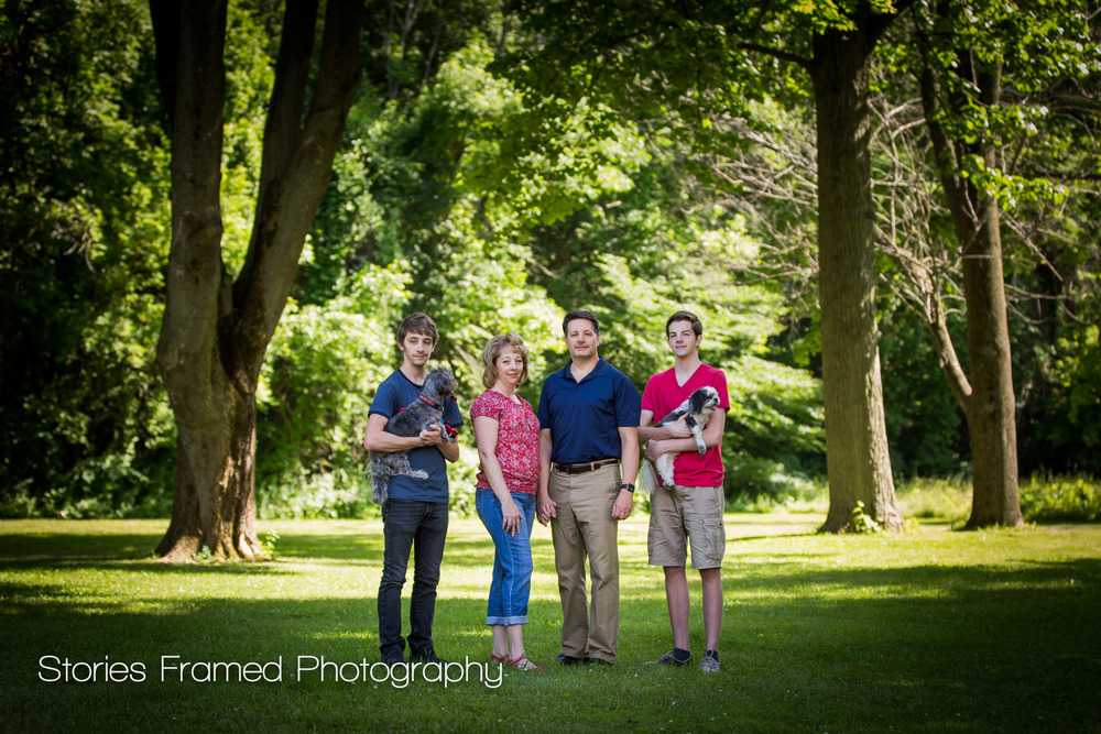 Cudahy-Family-Portraits-summer-park
