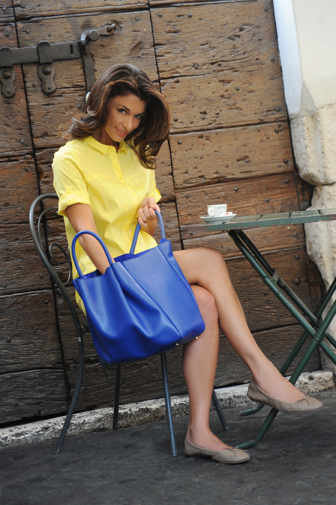 Ruched+tote_blue+model.jpg