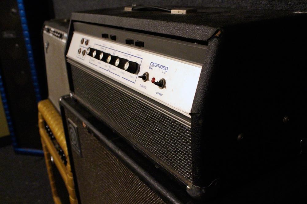 vintage_ampeg_bass_amp.jpg