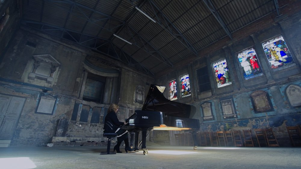 LUCY PARHAM - Concert Pianist
