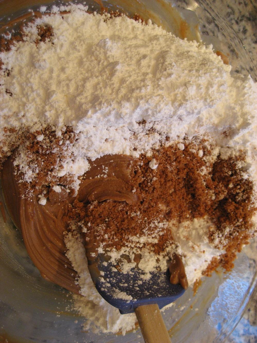 Add vanilla, crumbs and sugar