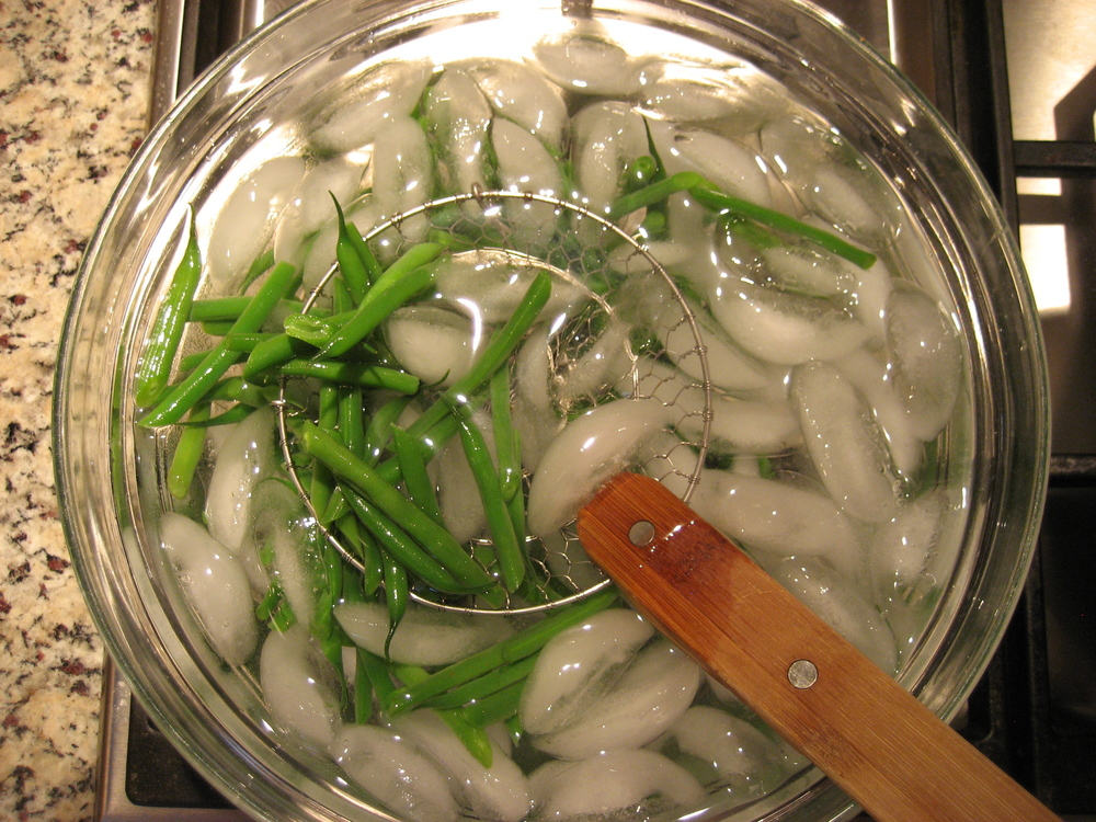 blanching-green-beans-ice-bath.jpg