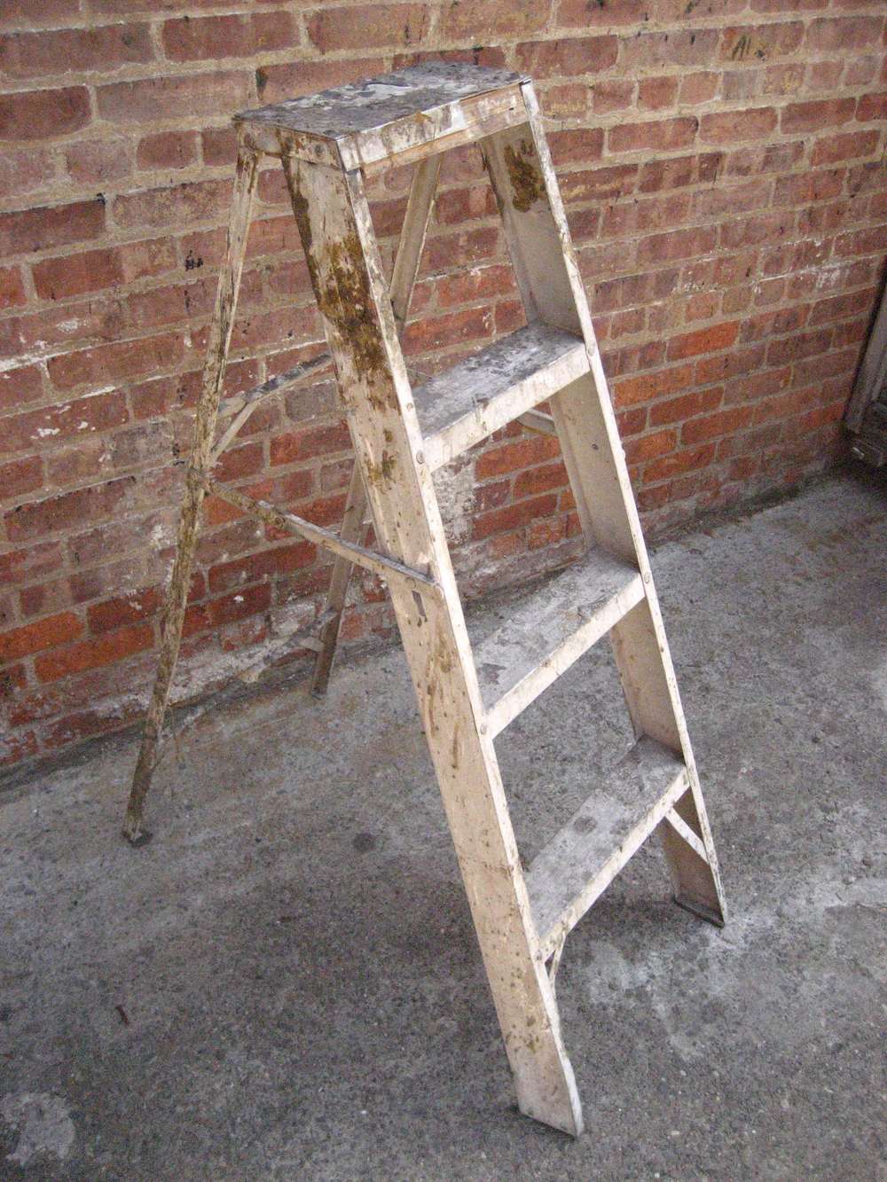 White Metal Pain Splattered 4' Ladder