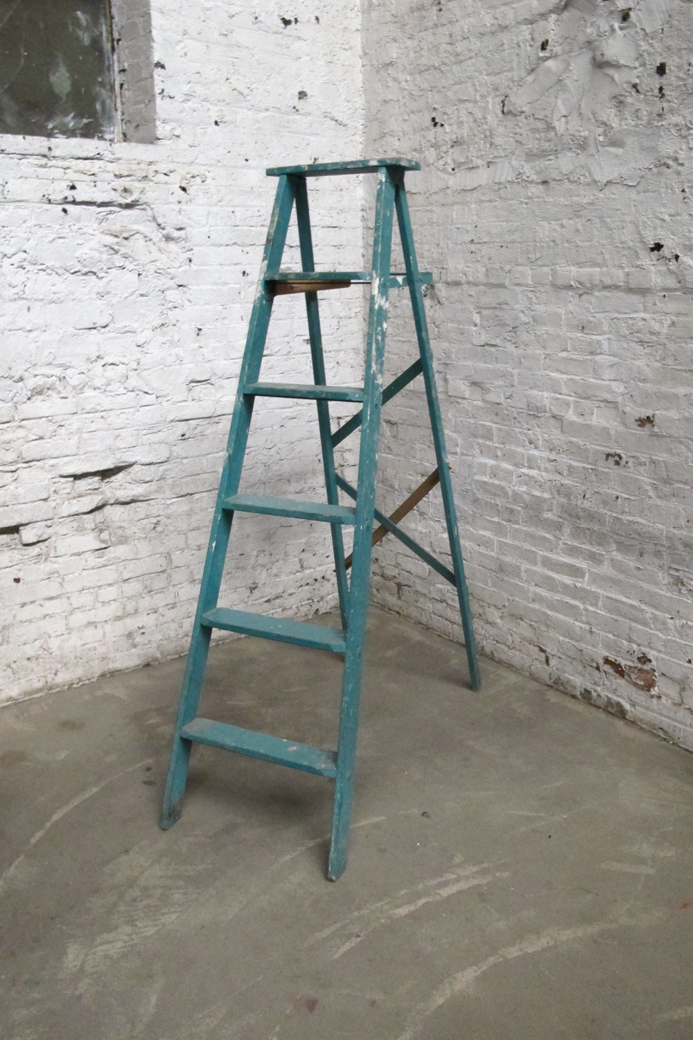 Green 5-step Wood Ladder
