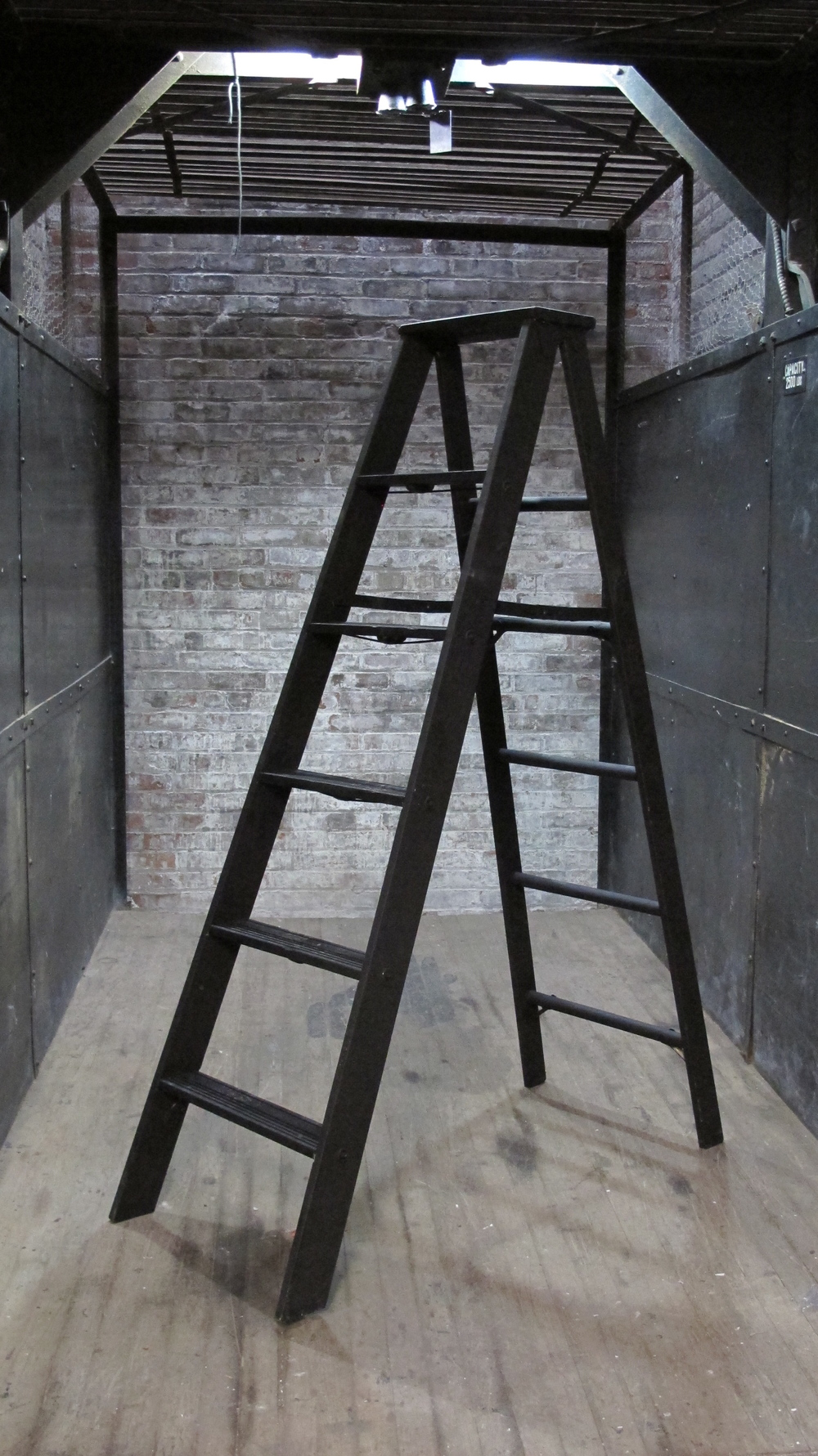 black 5-Step ladder
