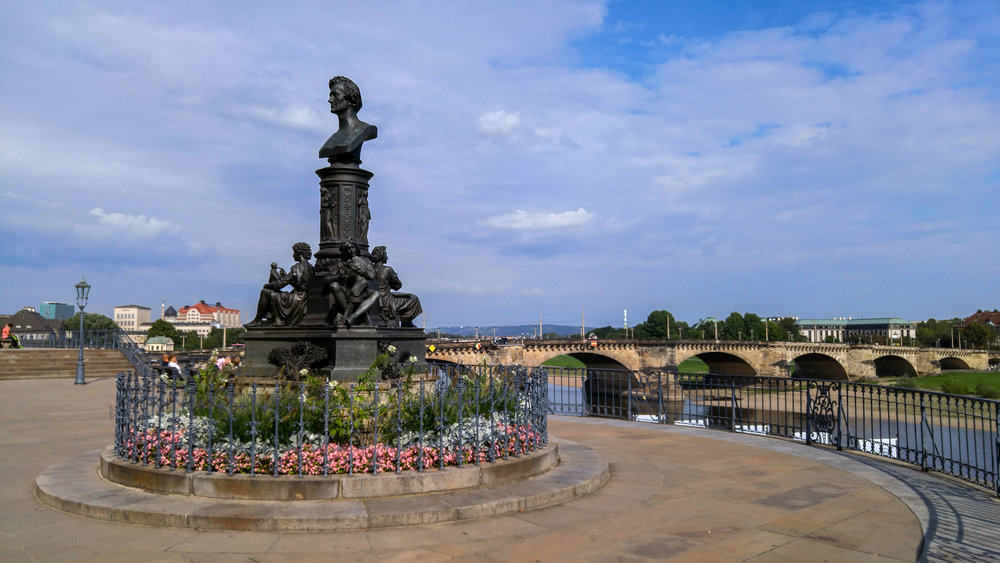 A Guide to Brühl's Terrace, Dresden