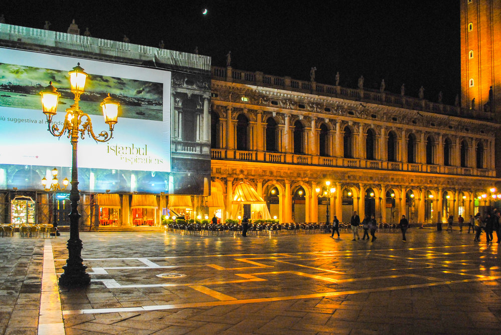 Guide to Venice by Night
