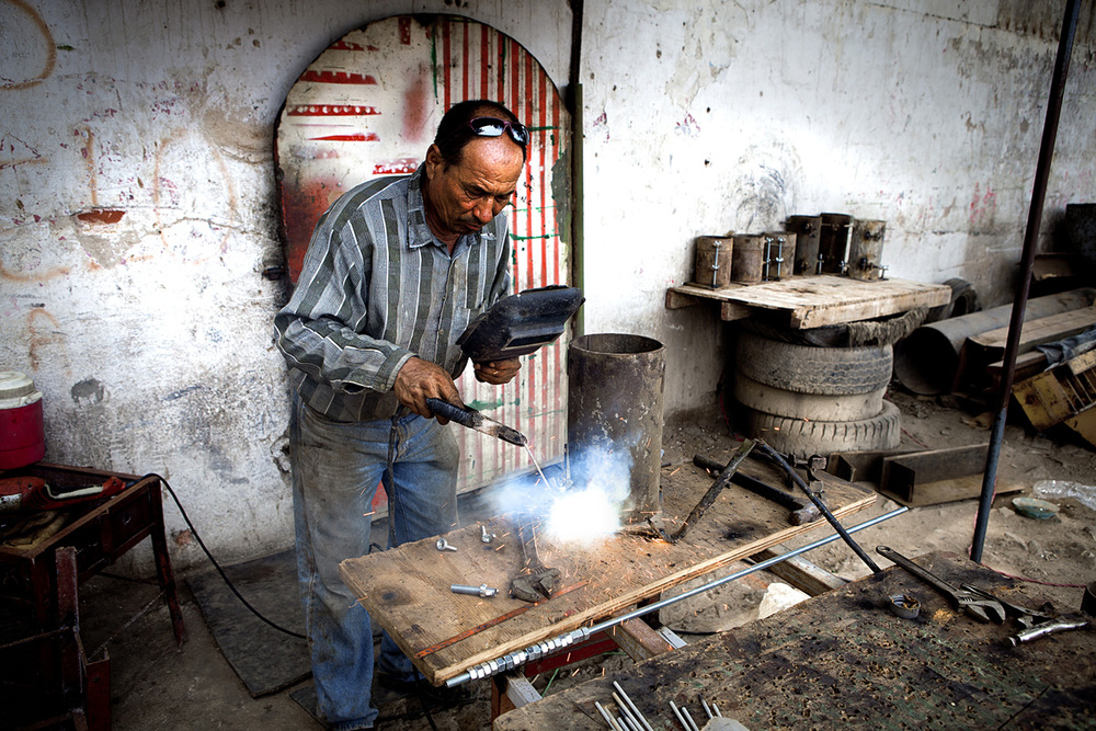 Metal is easily resold to a welder right next door. Barranquilla, Colombia 2014