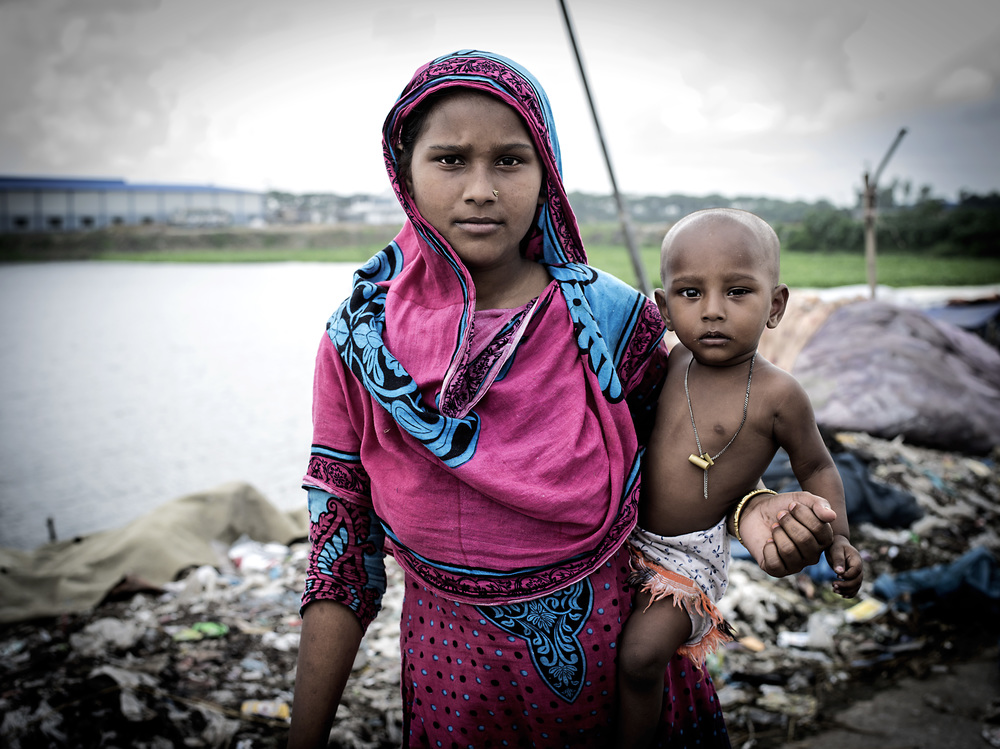 A mother and child at Aminbazar Sanitary Landfill, Dhaka.