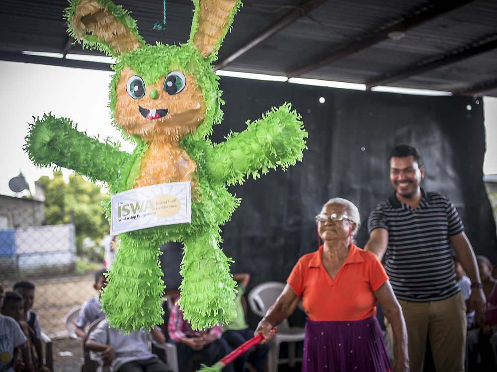 Gilma turned 95 years old this year. She has lived at La Chureca for nearly 50 years. Now she resides in her subsidized home in Villa Guadalupe. She is a dear friend of ours and the program. She attends all the tutoring classes and events. We gave her the first hit of the ISWA piñata!