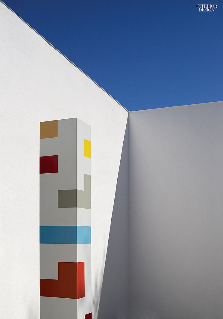 thumbs_74042-sculpture-courtyard-claesson-koivisto-rune-the-marvels-of-marfa-0815.0x1064_q90_crop_sharpen.jpg