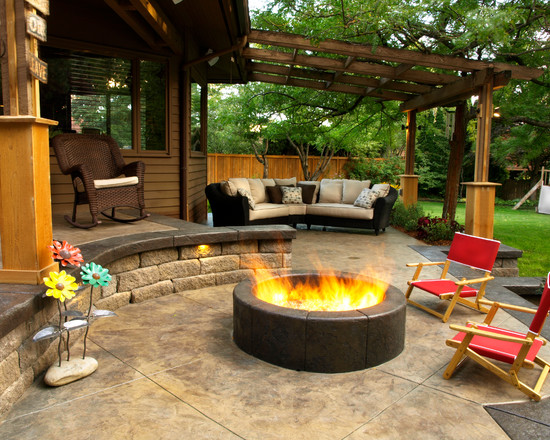 outdoor fire pit - lovely!