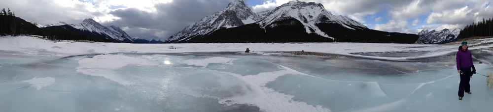 Enjoying the scenery on Spray Lake