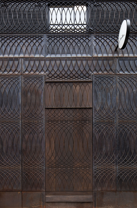 Paul-Smith-Albemarle-Street-store-facade-by-6a-Architects_5.jpg