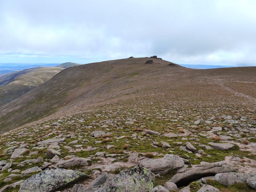 Flat top at the summit of Beinn Mheadhoin
