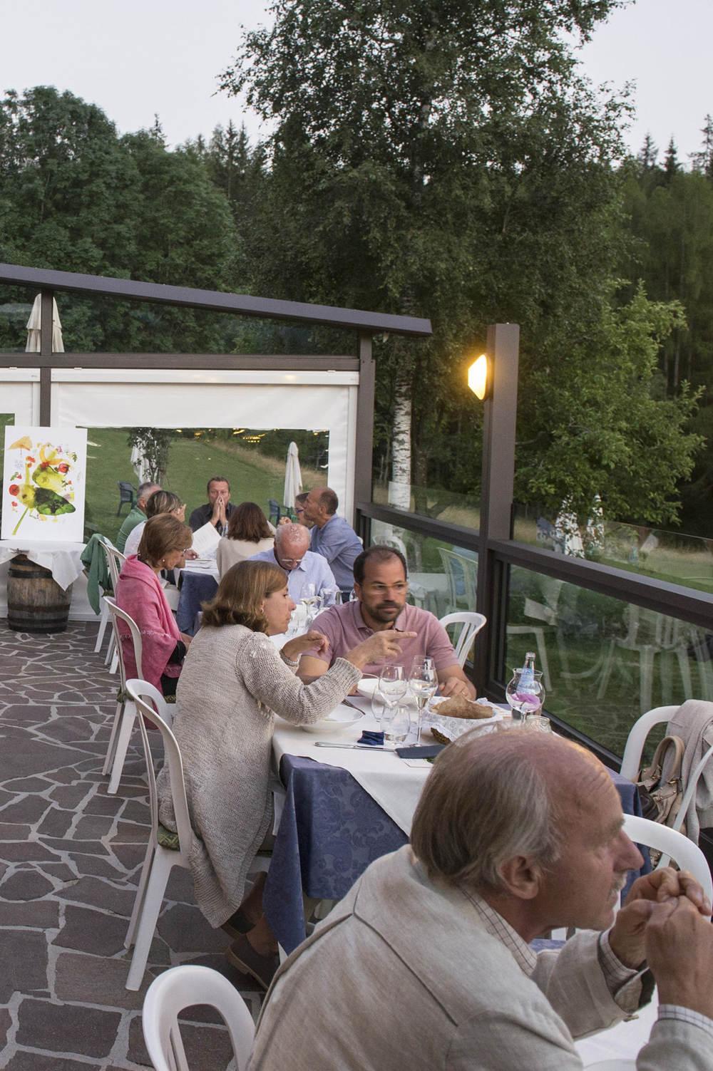 La terrazza del ristorante Baita Fraina  ph Giacomo Pompanin