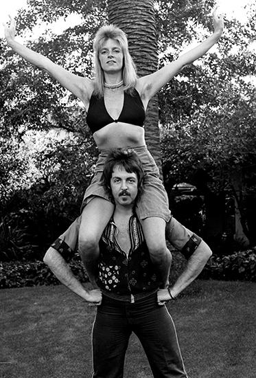 Paul and LindaMcCartney shoulder_16x20.jpg