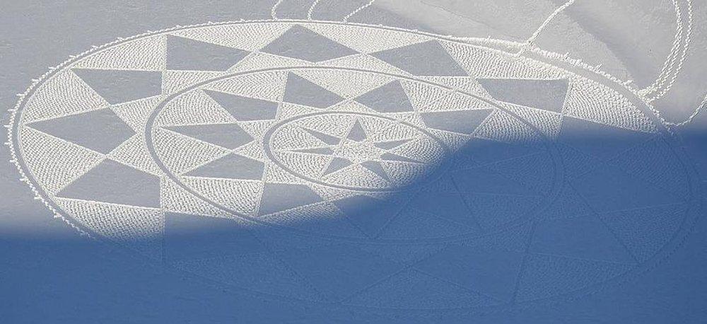 simon-beck-snow-art-2_brick-282cdc0c46f85fa66c974e9742f75e1abfe9d27d-s40-c85.jpg