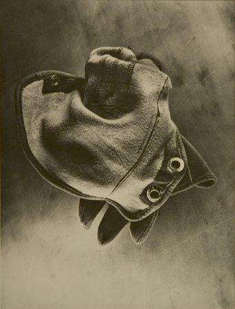 ringl+pit Handschuh, 1929 8 x 6 inches silver print mounted to board