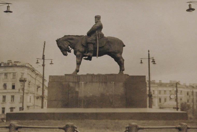 The Despot-Czar Nicholas, Lenningrad, 1930  toned vintage silver print 6.25 x 8.25 inches