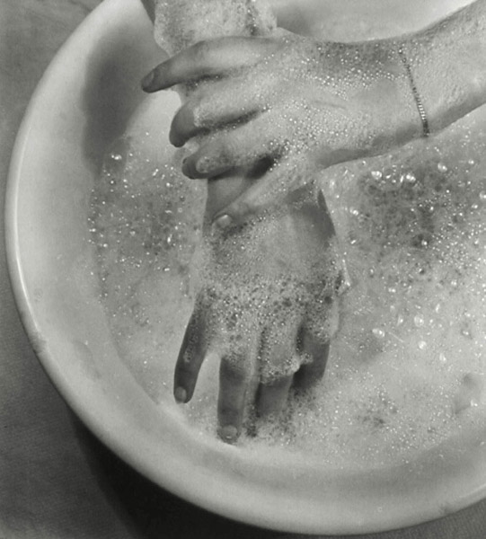 ringl + pit Soapsuds, 1930 10 x 9 inches early silver print