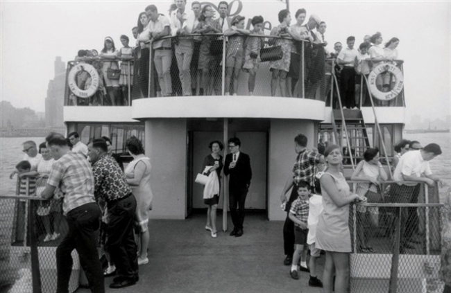 Gary Winogrand Staten Island Ferry, New York, 1971 8.5 x 13 inches silver print
