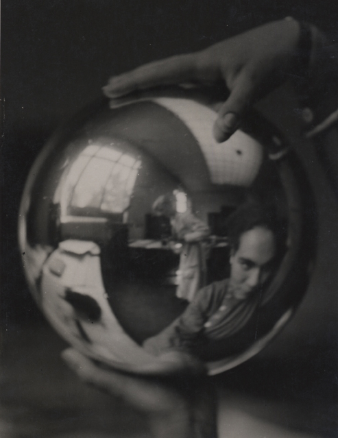 Julia Feinberger hält die Kugel und ich fotografiere (Julia Feinberger holds the ball and I photograph), c. 1927 9.25 x 7 inches vintage silver print