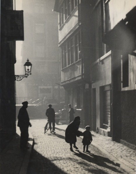 Summer alte Gasse in Frankfurt (Summer, old alley, Frankfurt), 1929 9 x 6.5 inches vintage silver print