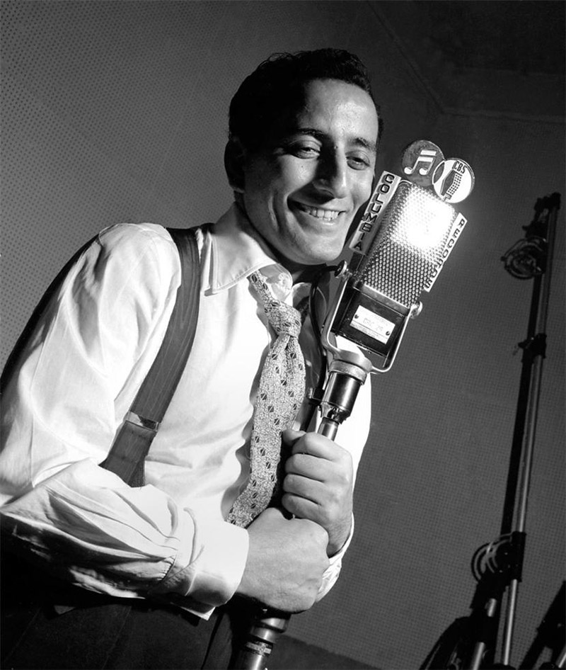 Tony Bennett, NYC , 1950  Silver print  20 x 16 inches  Edition of 50