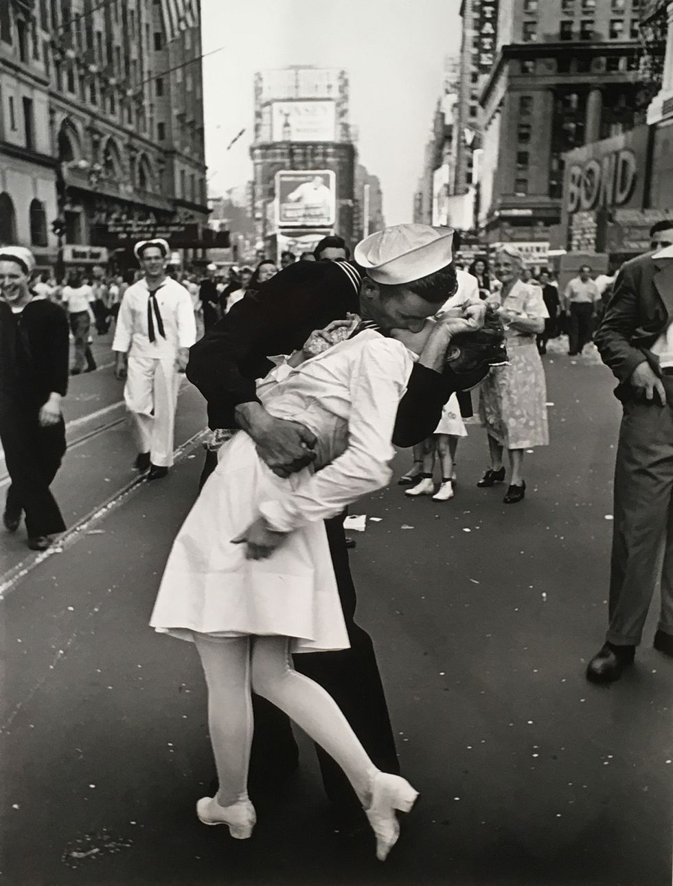 alfred-eisenstaedt-vj-day-in-times-square-august-14-1945-c-alfred-eisenstaedt-time-life-pictures-getty-images-courtesy-robert-mann-gallery-1554482712.jpg