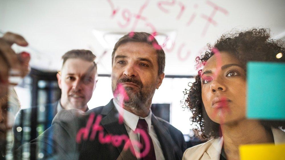 生産性の高い会議術 - 実施例・生産的な会議のためのコツ・ケーススタディとロールプレイ