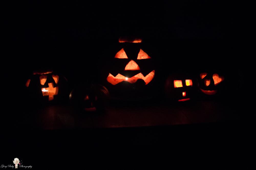 PumpkinCarvingslit2015-9467.JPG