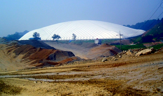 Aug '06 - Southern Inflatables builds the largest air supported structure in the world.  Southern Inflatables announced the installation of the largest span air supported structure ever constructed in the world, 215m x 215m x 45m high (705' x 705' x 150' high). The structure was installed over a waste disposal site, 45m deep (150') in South Korea.