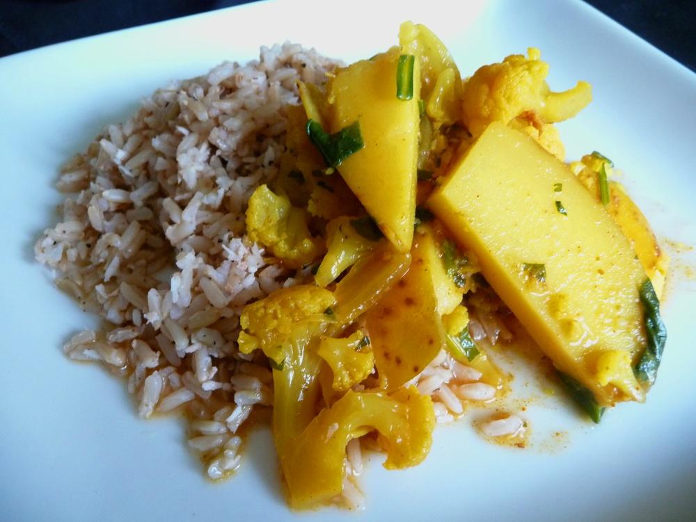 Aloo Gobi: Cauliflower Potato Curry