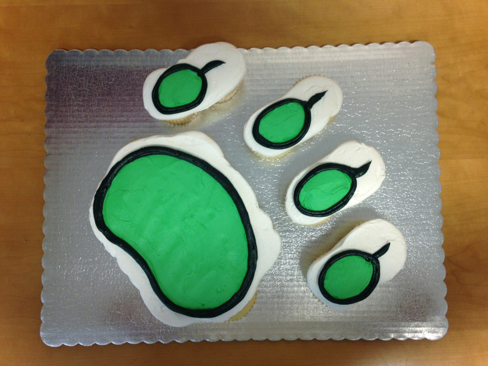 Paw Print out of Cupcakes