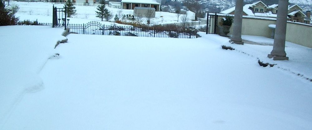 Snow on Pool Cover 2.jpg