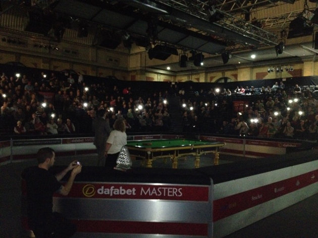 http://uk.eurosport.yahoo.com/blogs/world-of-sport/snooker-fans-left-dark-literally-ally-pally-black-171051989.html