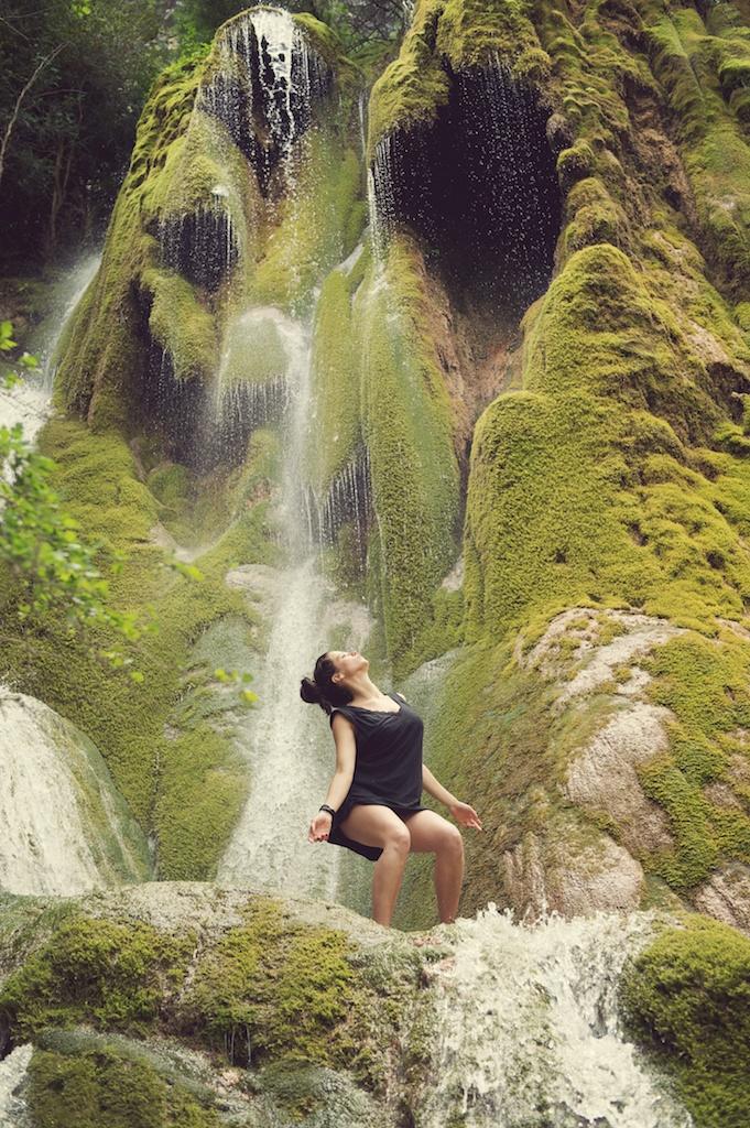 Vous avez déjà halluciné devant un endroit naturellement puissant ? Moi j'adore faire des séances le long des rivières par exemple.  Qui saurait me dire où cette photo a été prise ?  Et j'avance que je prendrai les frais de déplacement à ma charge pour quiconque craquerait pour une séance  ici  !
