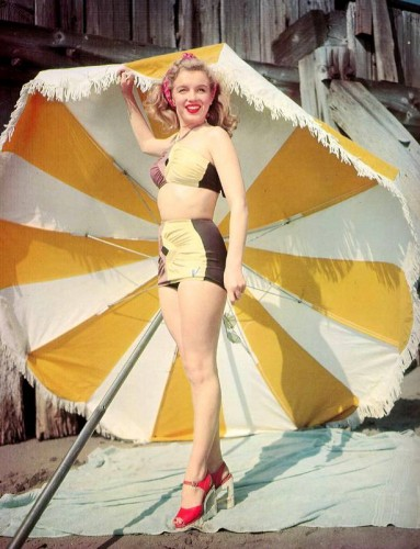 Marilyn-Monroe-1948-Bikini-Pin-up-383x500.jpg