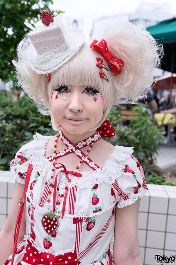 Angelic-Pretty-Strawberry-Sweet-Lolita-2013-05-25-DSC8284-600x900.jpg