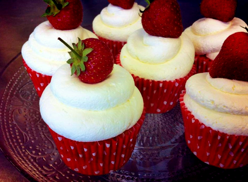strawberries-and-cream-cupcakes.jpg