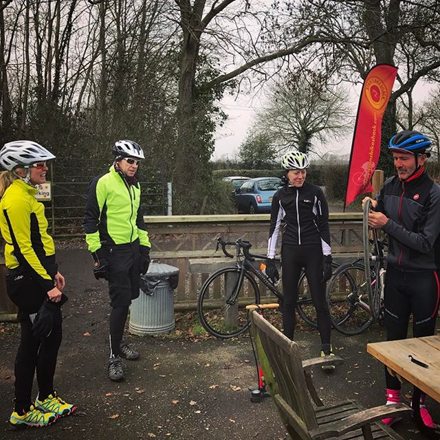 Caption competition time!  Context: Impromptu meet up at @stansbikeshack when some of Bri Tri's road riders bumped into the Whites on their MTBs... And there was a puncture. ❄️ Let the captioning commence.