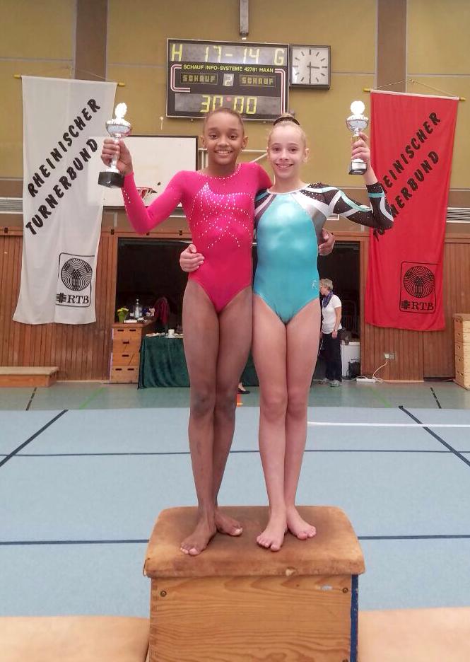 Links Seyna N`Doye 1. Platz, rechts Anouk Almeida Oliveira 2. Platz