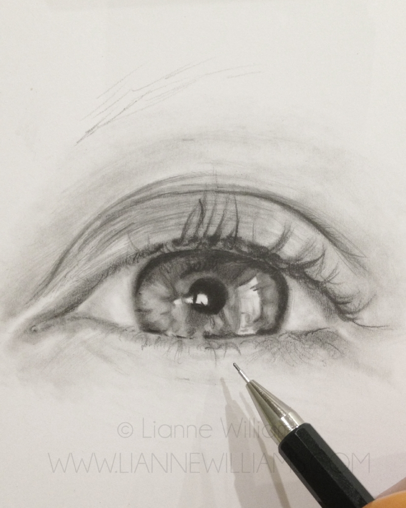 drawing a photorealistic eye in graphite art tutorial with Lianne Williams